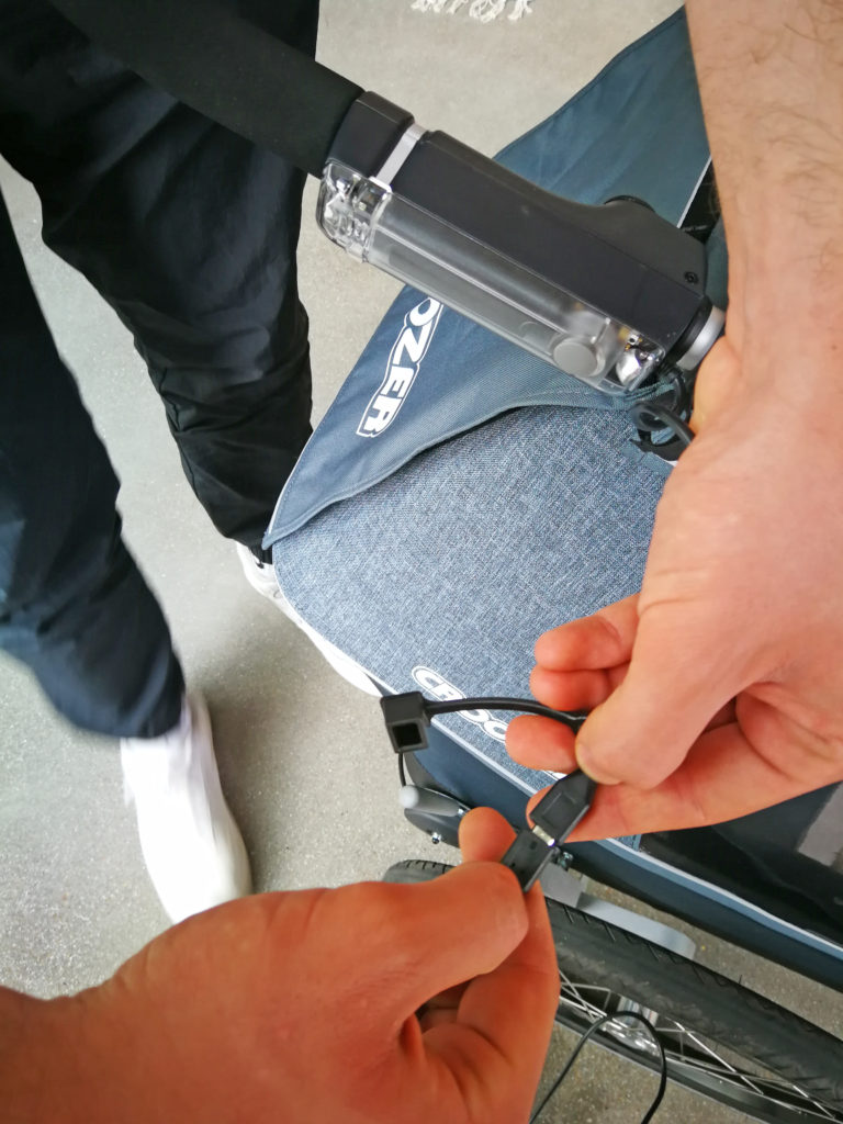 Integriertes Licht laden, Bild: www.croozer.de | pd-f