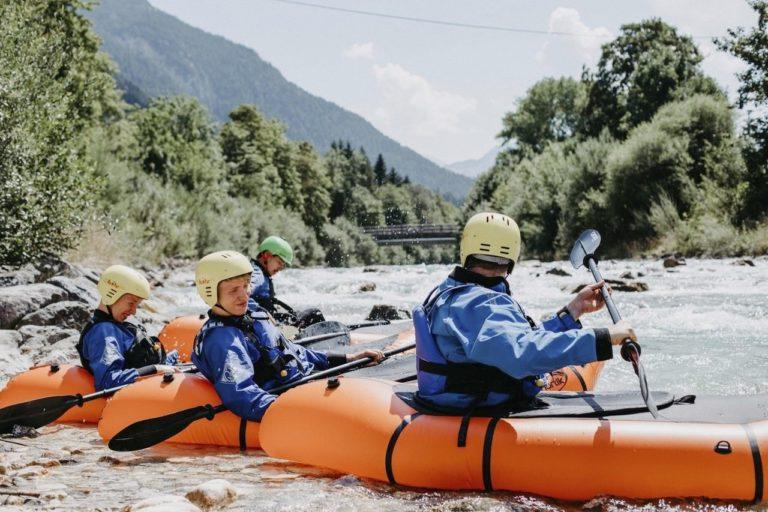 Wasserabenteuer mit dem Trekraft auf der Isar in der Alpenwelt Karwendel, © Alpenwelt Karwendel | Stefanie Bech