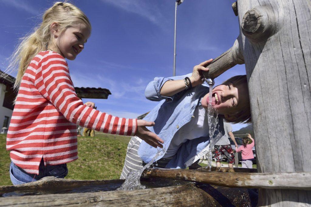 Auf dem Krüner Spielplatz im Grieß - Flößerspielplatz für Kinder, © Alpenwelt Karwendel | Philipp Gülland